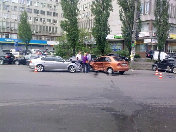 Автомобильная авария в Киеве на Расковой 2010-05-17